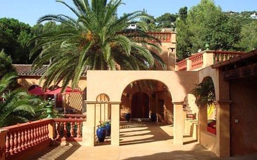 Luxusanwesen-Sa-Riera-Fassade